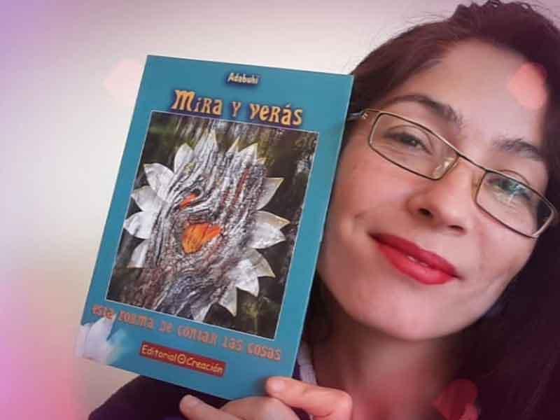 Yolanda Adabuhi con su libro